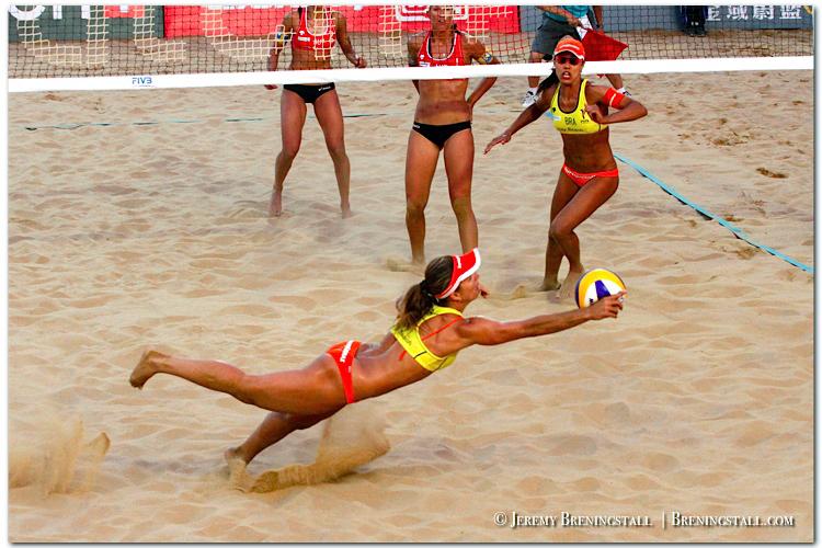 FIVBbeachvolleyball_worldchampions01julianafelisbertadasilva_larissafranca